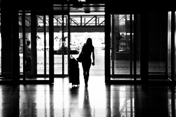 Photo of a woman at an airport by Flickr user Hernán Piñera